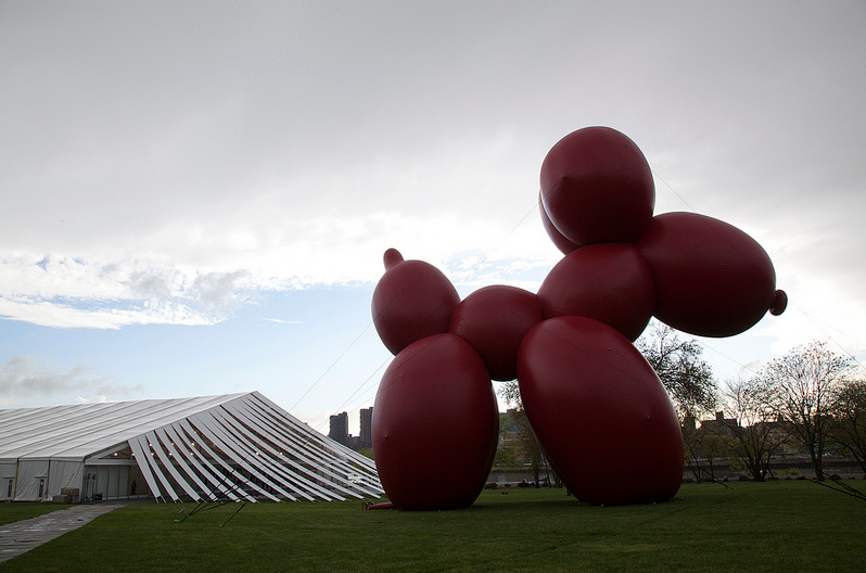 Paul McCarthy's 'Balloon Dog' (2013) by the north entrance of Frieze New York (image: John Berens/ Frieze)